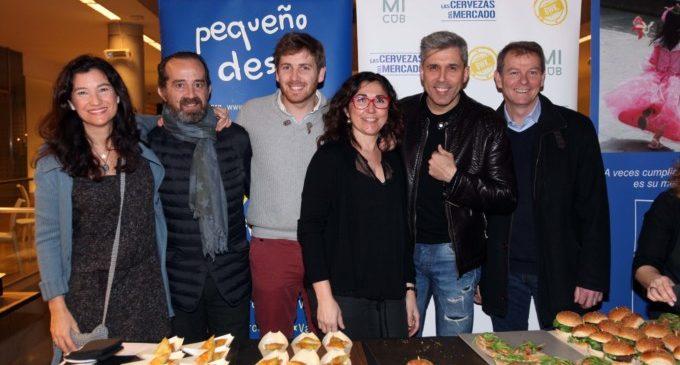 Tapes, cerveses i solidaritat, ingredients de l'èxit de l'Exposició de Pequeño Deseo en el Mercat de Colón