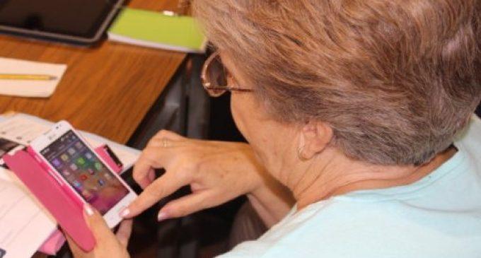 Torrent posa a disposició el Telèfon Amic per donar conversa a les persones majors i ajudar en cas de necessitat