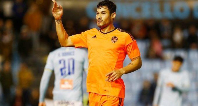 El Valencia pateix la maledicció dels últims minuts i perd novament