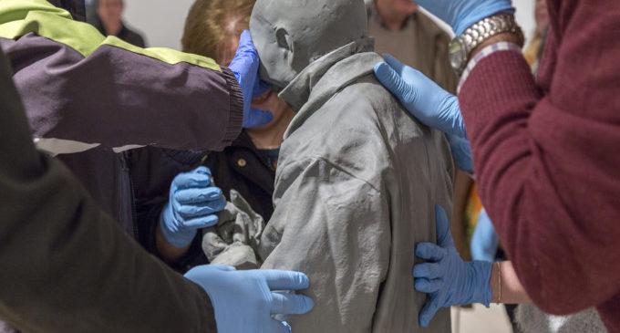 El IVAM desarrolla talleres de arteterapia para personas con Alzheimer y visitas guiadas para invidentes