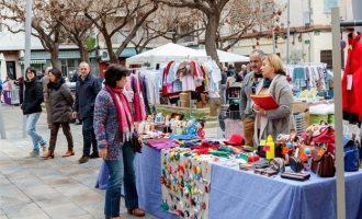 Una vintena de comerços de Mislata ixen al carrer per a liquidar les restes de la temporada