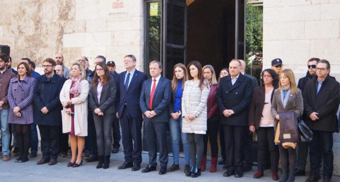 La Diputación se suma a los tres minutos de silencio en condena del último caso de violencia de género en El Campello