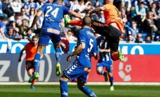Un imprecís Valencia malgasta tres punts en Mendizorroza