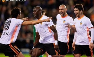 Amb gol de Mangala, el València guanya en un violent partit a Mestalla