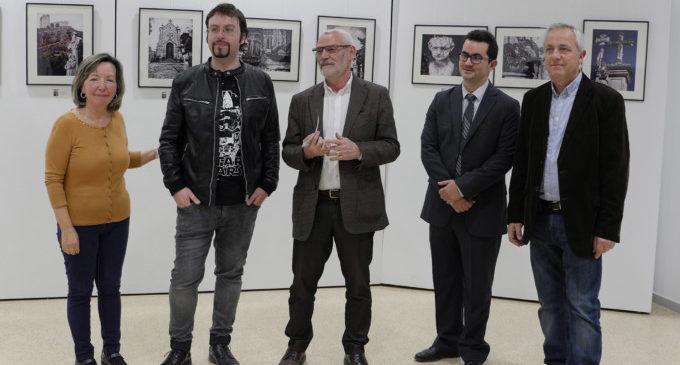 Alberto Esparza inaugura la seua obra fotogràfica Respectus a la Casa de la Cultura d'Alboraia
