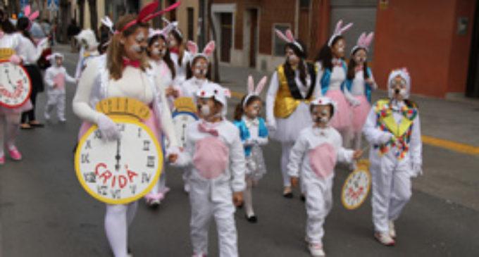 Els carrers de Paterna s'omplen d'humor amb la Cavalcada del Ninot
