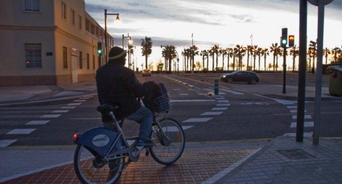 Nou carril bici que permet arribar al mar des de Tarongers