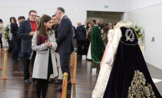 Passat i present de la Setmana Santa torrentina en l'exposició de vestits de reines de l'Encontre