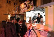 L'Ajuntament vigila que paradetes de bunyols i food trucks complisquen la normativa en falles