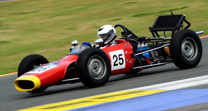 Més de mil vehicles clàssics s'exposen en el Circuit Ricardo Tormo
