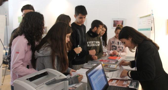 La fira Orienta-T ajuda als joves de Sueca a decidir el seu futur acadèmic i professional