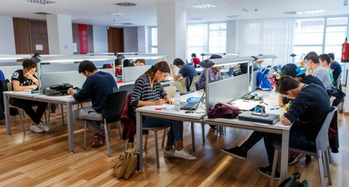 El centro sociocultural La Fàbrica es consolida com l'epicentre formatiu de la ciutat