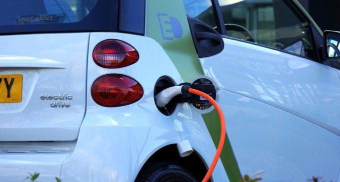 Els vehicles 100% elèctrics no pagaran en la zona blava