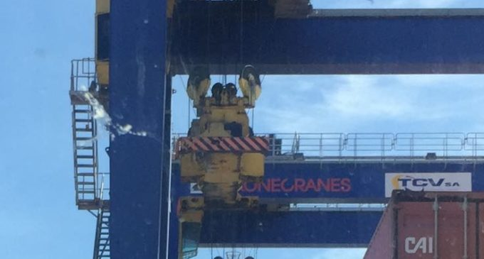 Els transportistes deixen de guanyar 3000 euros per les vagues encobertes en el Port