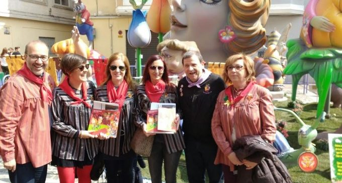 Maria Josep Amigó visita les Falles d'Alzira