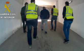 La Guardia Civil detiene a dos personas por estafar a 29 desempleados con falsas ofertas de trabajo en Qatar