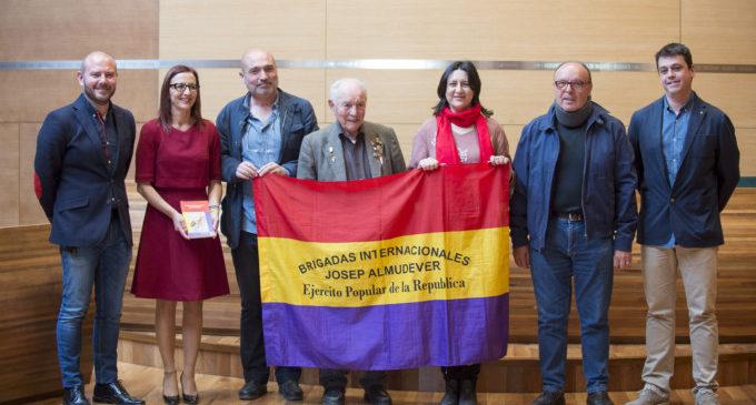 Josep Almudéver visita la Diputación de Valencia como testimonio de las Brigadas Internacionales