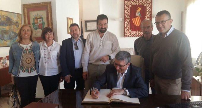 Climent ofereix a l'Ajuntament de Canals col·laboració per fomentar la creació d'ocupació i la revitalització de la indústria en el municipi