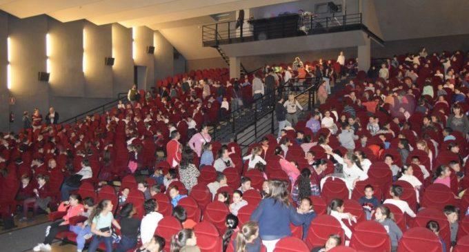 """Més de 2.000 alumnes de Burjassot gaudeixen de les projeccions de """"Cinema en Valencià"""""""