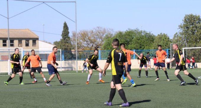 Un partit de futbol entre policies i gitanos per a celebrar el Dia del Poble Gitano a Torrent