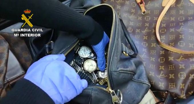 La Guàrdia Civil desarticula una organització especialitzada en el robatori a turistes en l'A-7