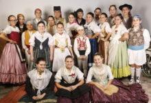 València celebra la festa del folklore amb 'dansaes populars', música de tabal i dolçaina i tallers temàtics
