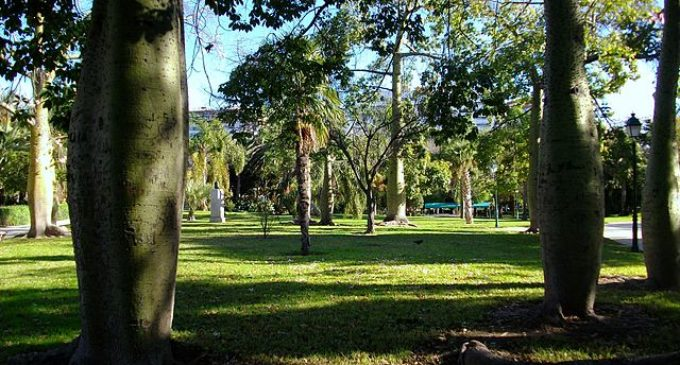 Ja s'ha reinstal·lat la tanca huitcentista dels Jardins de Vivers