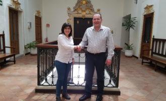 La vicealcaldessa i regidora de festes, Isabel Aguilar es reuneix amb el nou president de la Junta Local Fallera d'Alzira, Jaume Bohigues