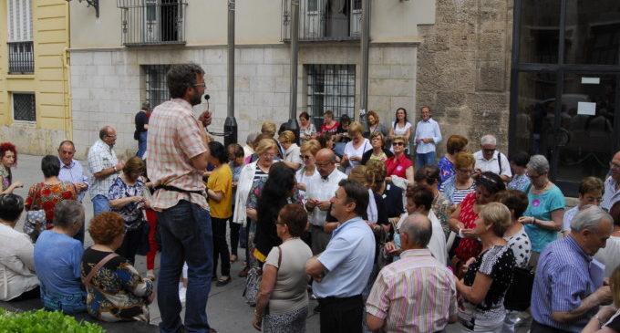Un centenar de veïns d'Almoines i Benavites visiten la Diputació de València