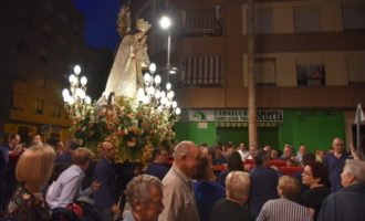 Los vecinos de Torrent celebran la festividad de la Virgen María de los Desamparados