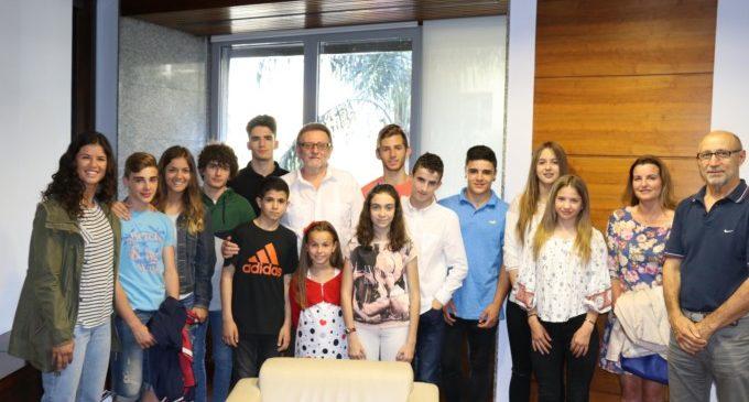 L'Ajuntament de Torrent rep als esportistes del Club Herca que participen en campionats d'Espanya