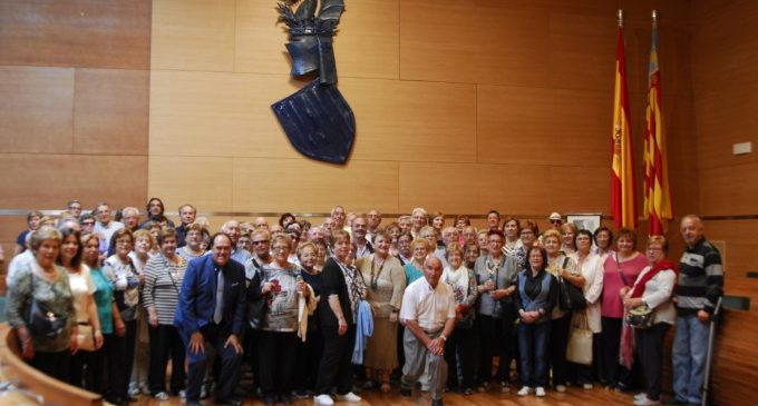 Un centenar de vecinos de Losa del Obispo y Jarafuel visitan la Diputación de Valencia