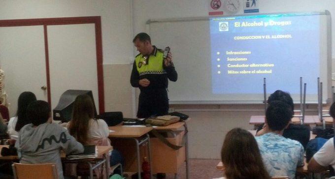 La Policia Local d'Alboraia prevé als estudiants sobre els efectes de l'alcohol i les drogues