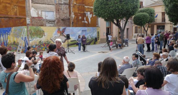 Els poemes decoren els carrers d'Alboraia en la presentació de 'Sembrant Poesia'