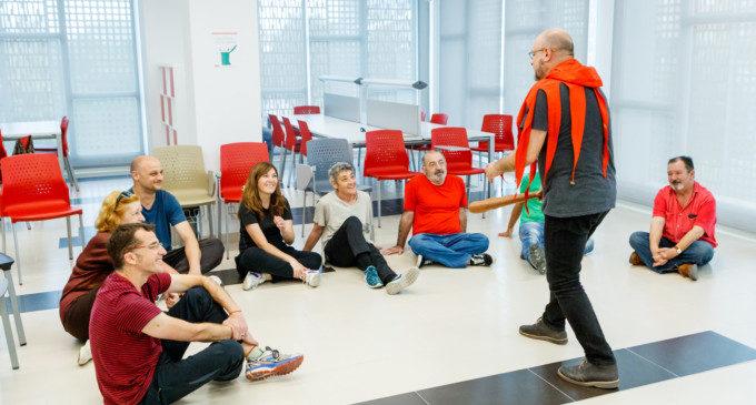Xavi Castillo imparteix en La Fàbrica un taller de teatre satíric i humorístic