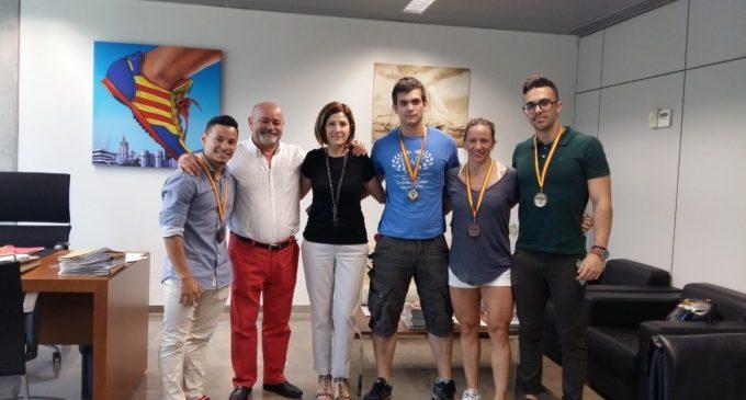 El València Club Halterofília visita a la Regidora d'Esports després dels seus recents èxits