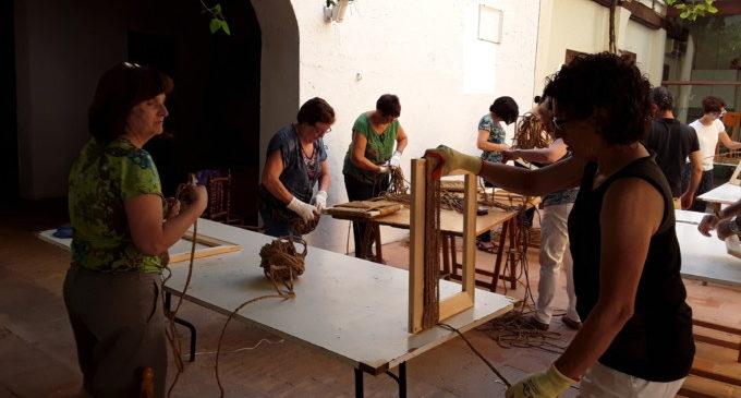 El Museu Comarcal de l'Horta Sud imparteix un curs d'embogar cadires
