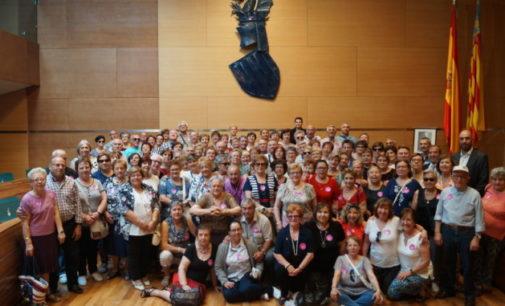 Un centenar de vecinos de Camporrobles y Chella visitan la Diputación de Valencia