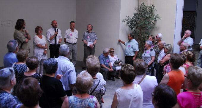 Un centenar de veïns d'Algar de Palància i Rotglà i Corberà visiten la Diputació de València