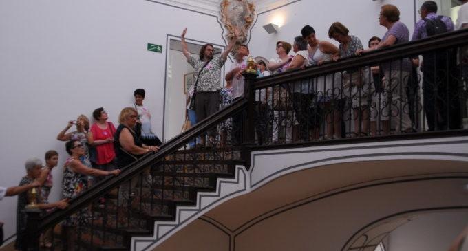 Un centenar de veïns de Benirredrà i Llombai visiten la Diputació de València