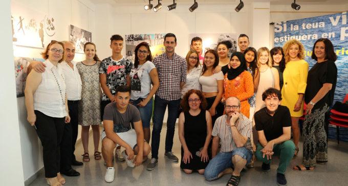 Els alumnes de la Moreria i el Santa Creu sensibilitzen a la població sobre el drama dels refugiats