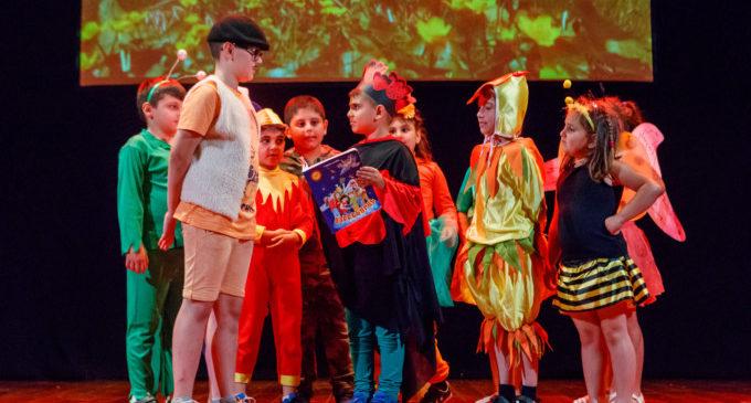 El col·legi armeni de Mislata finalitza el curs amb una obra de teatre