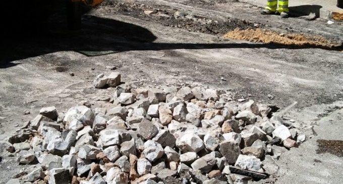 El Ajuntament d' Alzira inicia l'asfaltat als carrers Federico Gómez Clemente i Simat
