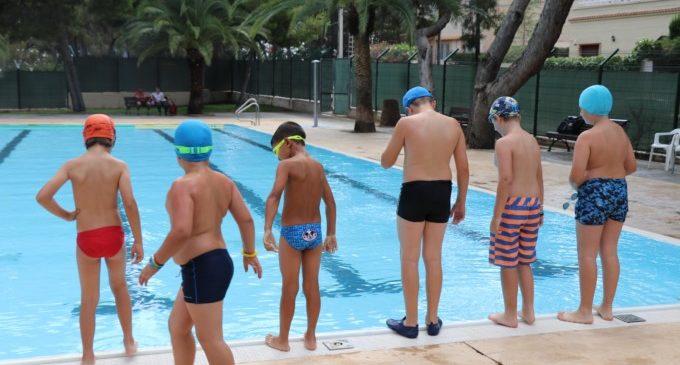 Els xiquets i xiquetes gaudeixen d'un estiu divertit i fresc en els Campus Esportius