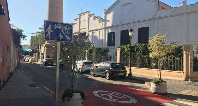 Sabor agredolç en la primera via residencial del barri de Favara