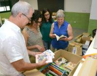 La Biblioteca Pública Maria Moliner de Paiporta dóna llibres al CEIP Rosa Serrano