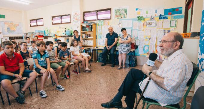 Alumnes del CEIP Tomàs Albert d'Albuixech reciten poemes a Marc Granell
