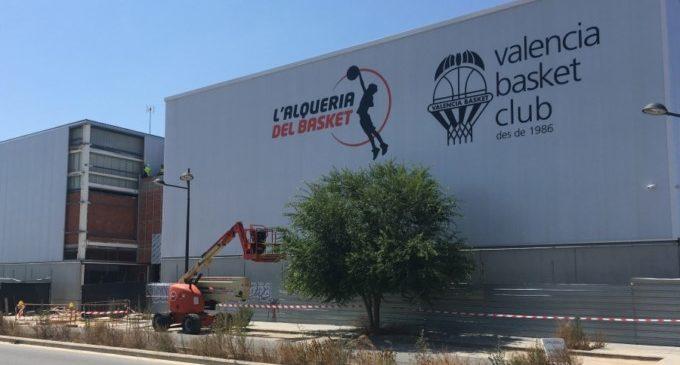 L'Alqueria del Basket ultima la imatge de la seua façana exterior