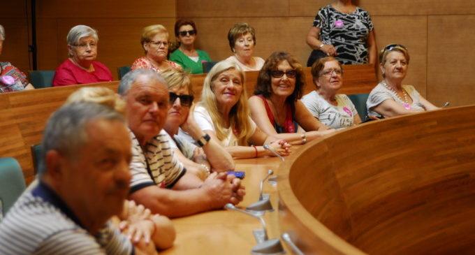 Un centenar de veïns de Vallada i l'Alcúdia de Crespins visiten la Diputació de València