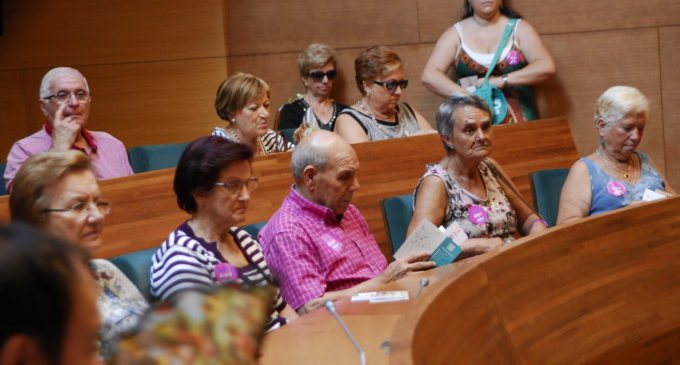 Un centenar de veïns de Benisanó, Llocnou de la Corona i Alfafar visiten la Diputació de València